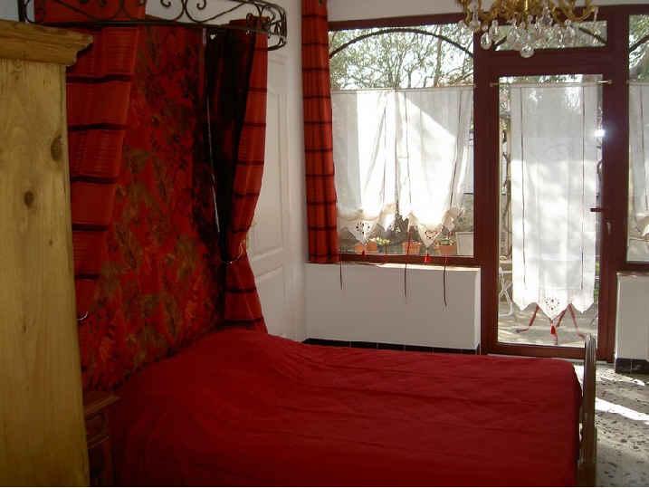 Chambres d'hotes Pyrénées-Orientales, à partir de 46 €/Nuit. Maison/Villa, Saint Cyprien (66750 Pyrénées-Orientales), Luxe, Piscine, Sauna, Jacuzzi, Jardin, Internet, WiFi, Téléviseur, 1 chambre(s) simple(s), 2 suite(s), 10 personnes...