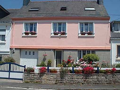 Chambres d'hotes Morbihan, à partir de 60 €/Nuit. Maison/Villa, Lorient (56100 Morbihan), Jardin, 1 chambre(s) simple(s), 1 chambre(s) double(s), 4 personnes maximum, Salon, Clévacances 2 Clés, Velo, Vue ville/village, Ori...