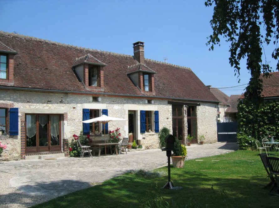 Bed & breakfasts Yonne, from 88 €/Nuit. House of character, Lindry (89240 Yonne), Charm, Swimming Pool, Garden, Park, Net, Baby Kits, Parking, Air-Conditioning, 2 Double Bedroom(s), 1 Suite(s), 7 Maximum People, Lounge,...