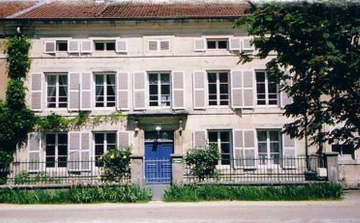 Bed & breakfasts Meuse, from 60 €/Nuit. House of character, Watronville (55160 Meuse), Charm, Guest Table, Garden, Park, Baby Kits, Parking, 3 Double Bedroom(s), 9 Maximum People, Lounge, Library, Chimeney, Trois épis, ...