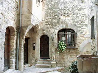 Chambres d'hotes Vaucluse, à partir de 57 €/Nuit. Maison de caractère, Bonnieux (84480 Vaucluse), Charme, Internet, WiFi, Téléviseur, 1 chambre(s) simple(s), 1 chambre(s) double(s), 2 suite(s), 8 personnes maximum, Salon, ...