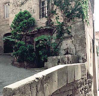 Chambre d'hote Vaucluse - Entrée principale de la demeure