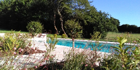 La Verrerie d'Ivoy Espace partagé : piscine en exterieur
