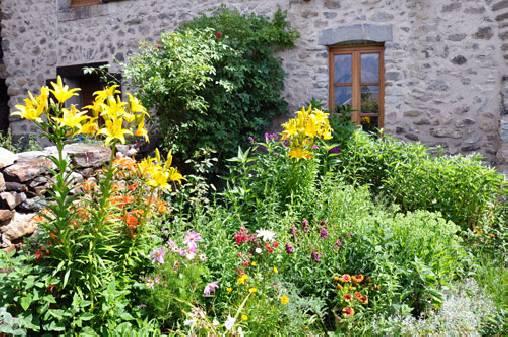 Chambre d'hote Hautes Alpes - Le jardin d'entrée...