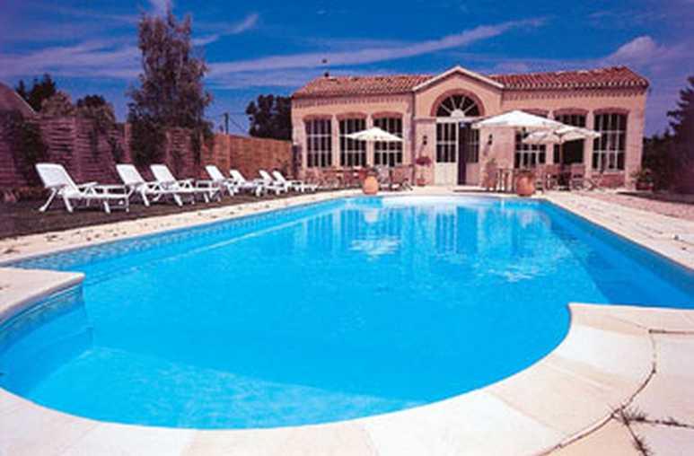 Chambre d'hote Côte-d'Or - la piscine chauffée devant l'Orangerie