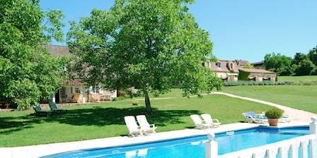 Le Clos Lascazes Vue piscine et parc