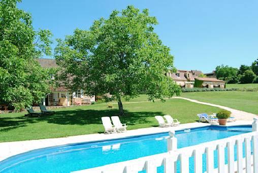 vue piscine et parc