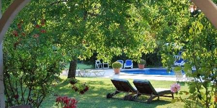 Le Clos Lascazes Garden and swimmingpool