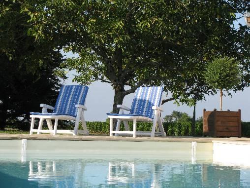 La piscine extérieure chauffée de mai à septembre du Domaine