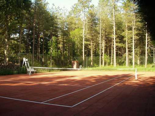 Chambre d'hote Loir-et-Cher - Le court de tennis dans le parc
