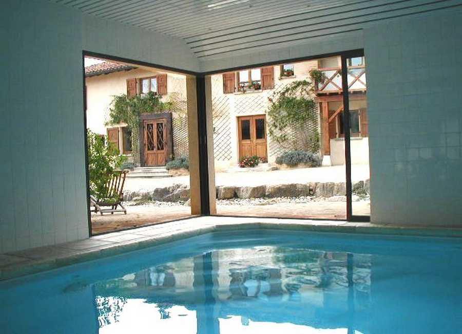 Chambre d'hote Ain - Piscine chauffée avec nage à contre courant