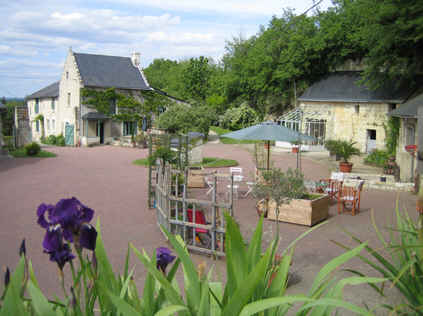Bed & breakfasts Indre-et-Loire, from 59 €/Nuit. Cinais (37500 Indre-et-Loire), Charm, Guest Table, Swimming Pool, Jacuzzi, Garden, Park, Net, WiFi, Parking, 5 Double Bedroom(s), 14 Maximum People, Lounge, Library, Chimeney, Git...