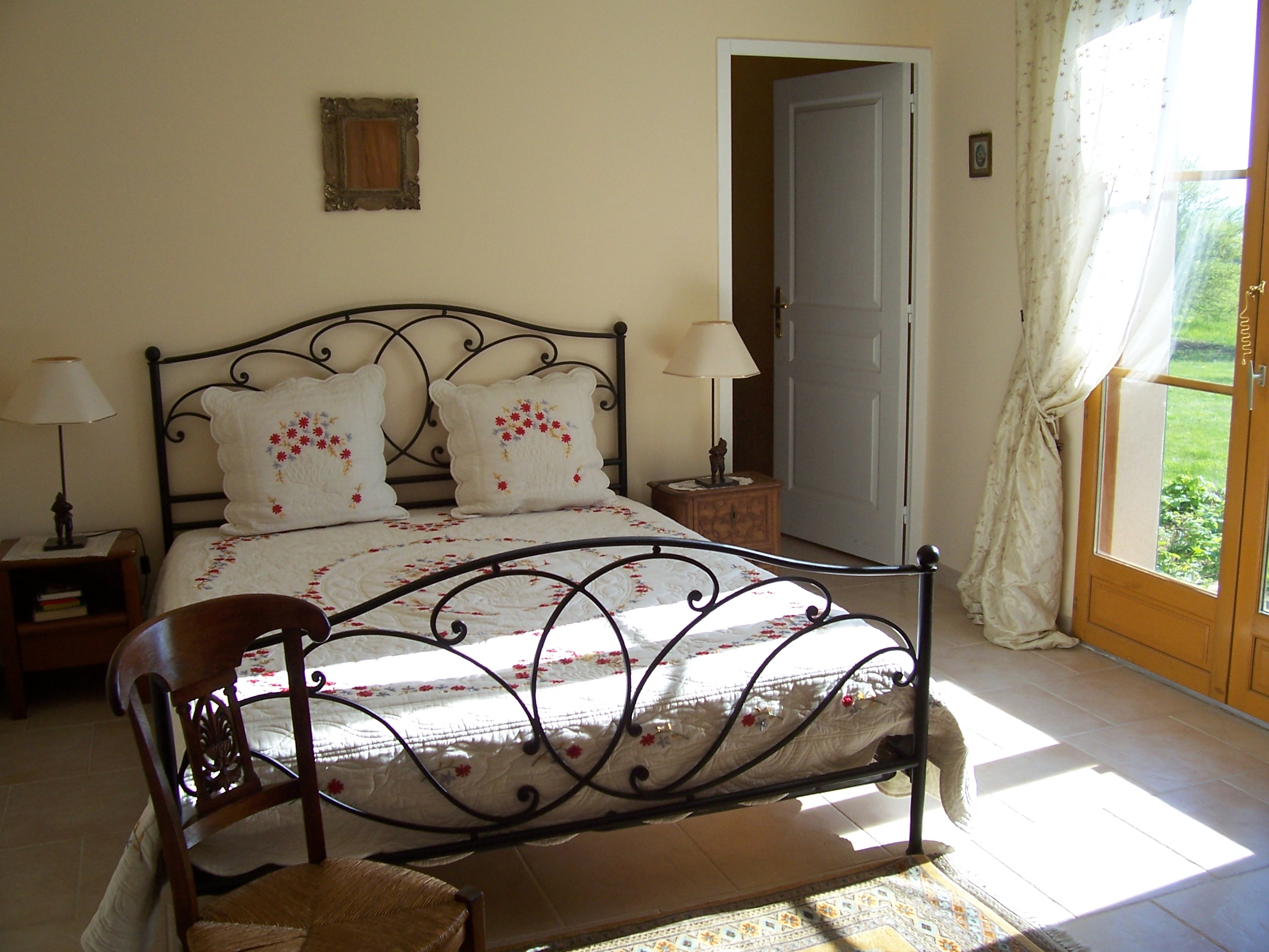 bed & breakfast Yonne -  THE BEIGE ROOM
