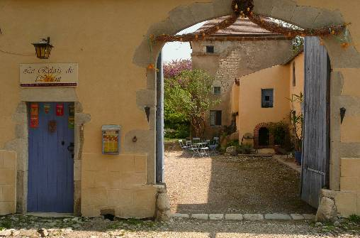 Bed & breakfasts Allier, from 20 €/Nuit. House of character, Charroux (03140 Allier), Charm, Guest Table, Swimming Pool, Garden, Park, Net, WiFi, Baby Kits, Parking, 3 Double Bedroom(s), 1 Suite(s), 12 Maximum People, Lo...