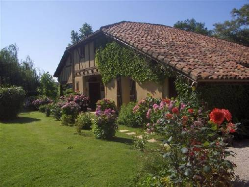Bed & breakfasts Gers, from 70 €/Nuit. House/Villa, Eauze (32800 Gers), Charm, Garden, T.V., 4 Double Bedroom(s), 11 Maximum People, Travel Cheques, Country View. A proximité : Festival, Golf, Restaurants, Swimming-poo...