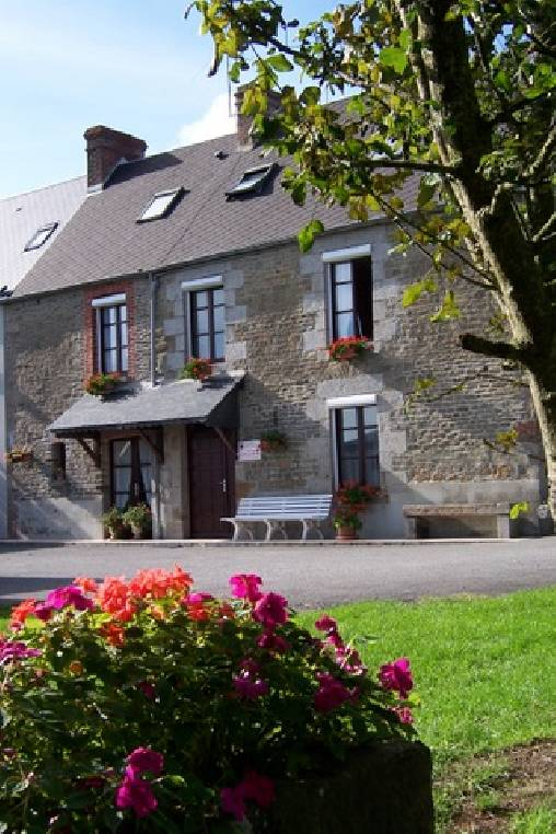 Bed & breakfasts Manche, from 50 €/Nuit. House/Villa, Courtils (50220 Manche), Garden, Baby Kits, 3 Double Bedroom(s), 2 Childrens Bedrooms, 15 Maximum People, Kids Games, B&b 2 Soleils, Travel Cheques, Country View, Fer...