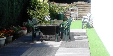 Les Chambres d'Hôtes d'Evelyne Terrasse avec salon de jardin