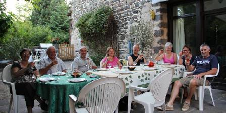Les Etoiles Terrasse sud pour les repas d'été