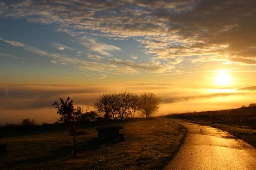 Entée du hameau le matin