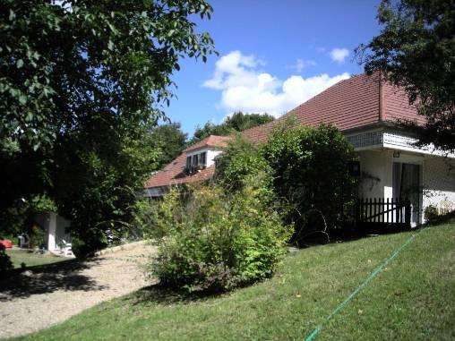 La résidence dans son parc