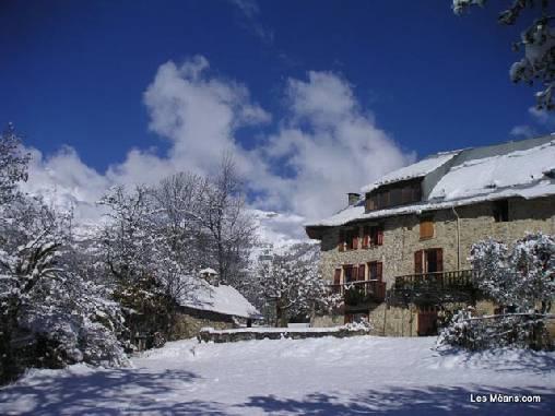 Chambres d'hotes Alpes de Haute Provence, à partir de 80 €/Nuit. Maison de caractère, Meolans-Revel (04340 Alpes de Haute Provence), Charme, Jacuzzi, Jardin, WiFi, Téléviseur, 2 chambre(s) double(s), 3 suite(s), 14 personnes maximum, Che...