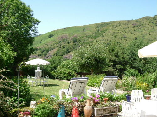 bed & breakfast Cantal - South facing gardens