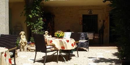 Bed and breakfast Locastillon > le jardin pour le petit dejeuner
