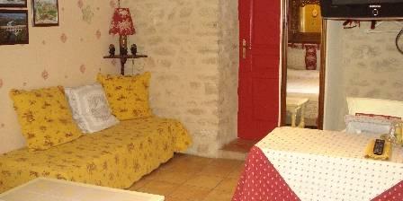 Bed and breakfast Locastillon > La chambre Romane