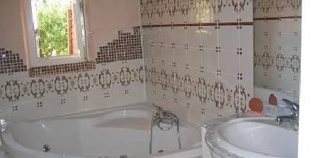 Los Ametliers Salle de bainavec baignoire balnéo + douche à jets