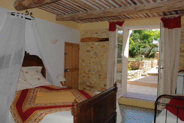 Lou banestoun gargas chambres d 39 hotes vaucluse chambre d for Chambre d hotes vaucluse