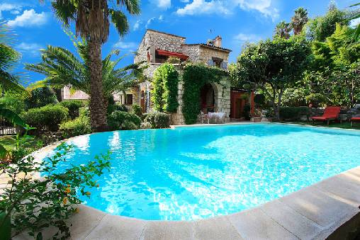 Bed & breakfasts Alpes Maritimes, from 130 €/Nuit. House/Villa, Cagnes sur Mer (06800 Alpes Maritimes), Charm, Luxury, Swimming Pool, Garden, Net, WiFi, T.V., Parking, Air-Conditioning, 2 Double Bedroom(s), 4 Maximum People, Loun...