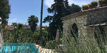 Gastezimmer La Magaloun > La terrasse des petits déjeuners > Klicken Sie hier um das Foto zu vergrößern
