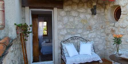 Chambre d'hotes La Magaloun > La terrasse tropézienne de la chambre Pervenche