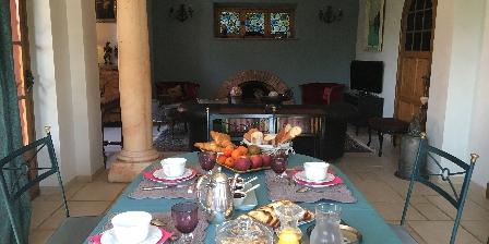 Gastezimmer La Magaloun > The living room > Klicken Sie hier um das Foto zu vergrößern