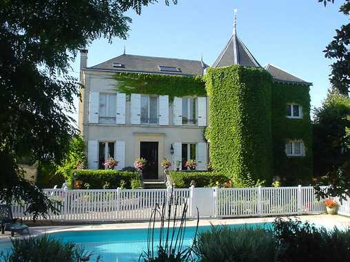 Bed & breakfasts Essonne, from 45 €/Nuit. House/Villa, Saint Cheron (91530 Essonne), Charm, Swimming Pool, Garden, Net, WiFi, T.V., Parking, 4 Double Bedroom(s), 1 Suite(s), 10 Maximum People, 3 Clés Vacances. A proximité...