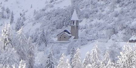 Maison de l'Etoile L'église enneigée