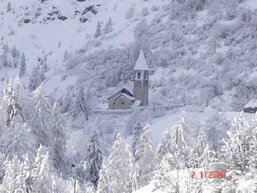L'église enneigée