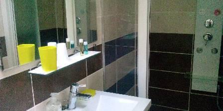 Maison Soleil Bleu Salle d'eau Bambou
