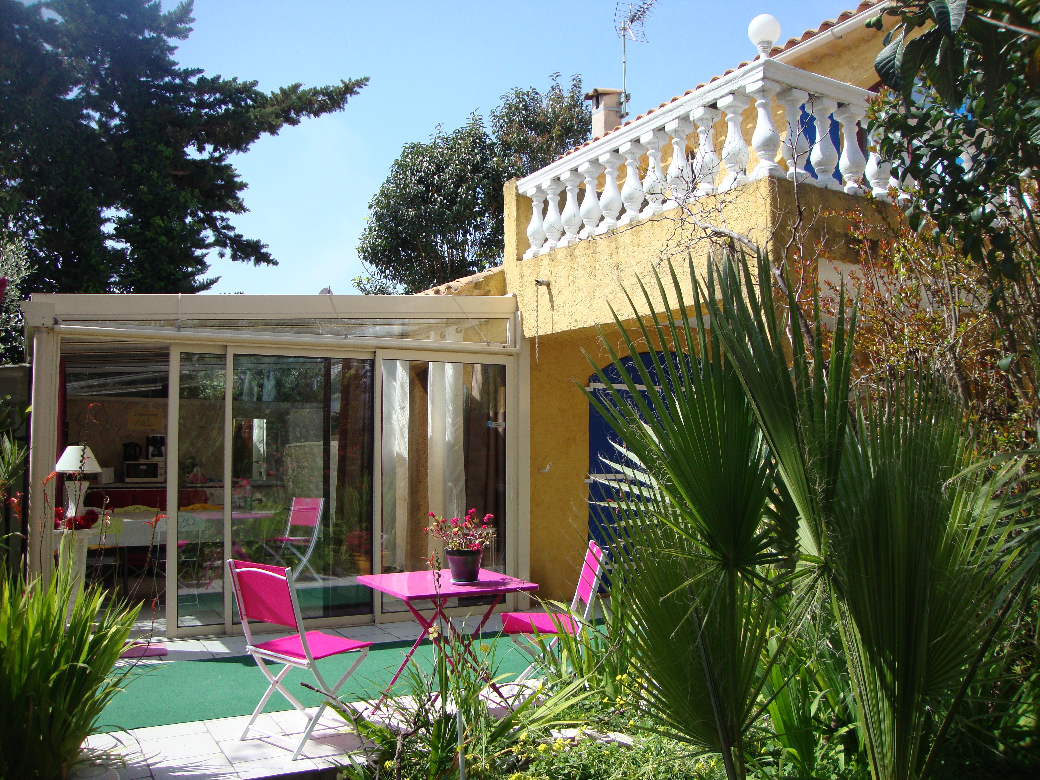 maison soleil bleu une chambre d 39 hotes dans le var en. Black Bedroom Furniture Sets. Home Design Ideas