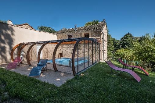 Piscine privée, couverte et chauffée du gîte La Citadelle
