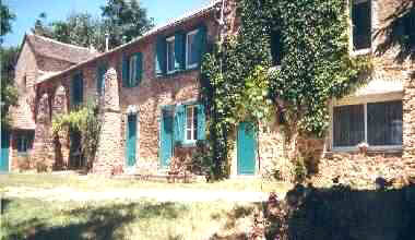 Bed & breakfasts Aude, from 55 €/Nuit. House of character, Fontiers-Cabardes (11390 Aude), Swimming Pool, Garden, Park, Net, T.V., Parking, 4 Single Bed(s), 2 Double Bedroom(s), 1 Suite(s), Chimeney, Computer, Tennis, ...