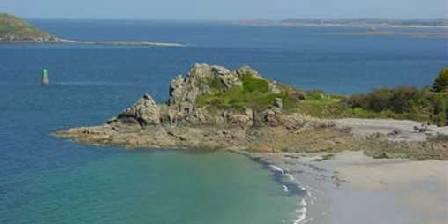 Manoir de Kercadic Proche du manoir, la plage de Trestrignel