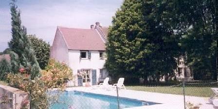 Marvaliere La piscine et le jardin