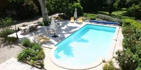 Mas d'Arvieux Vue de la piscine, de la terrasse et des jardins