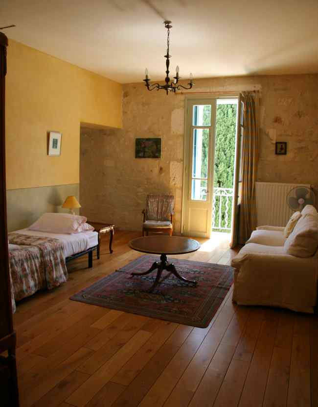 bed & breakfast Bouches du Rhône - The lounge area of  the Uzes Room