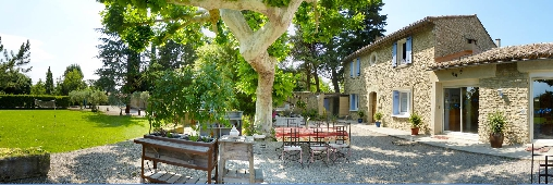 Bed & breakfasts Vaucluse, from 75 €/Nuit. House of character, Saumane de Vaucluse (84800 Vaucluse), Charm, Swimming Pool, Jacuzzi, Garden, Park, Net, WiFi, Baby Kits, Parking, 3 Double Bedroom(s), 1 Suite(s), 13 Maximum P...
