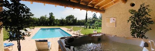 Le  SPA intégré au pool house