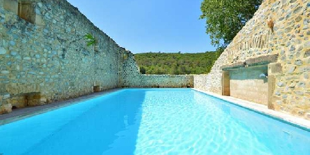 Chambre d'hotes Mas Vacquières > La piscine est extraordinaire