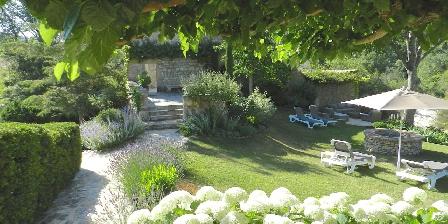 Chambre d'hotes Mas Vacquières > Jardin Mas Vacquières