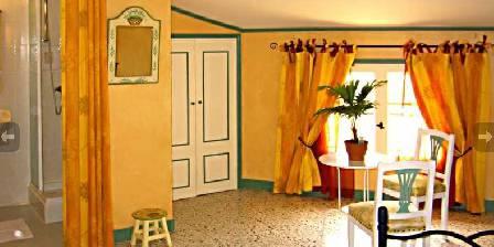 Le Clos Mazerolles Chambre orange
